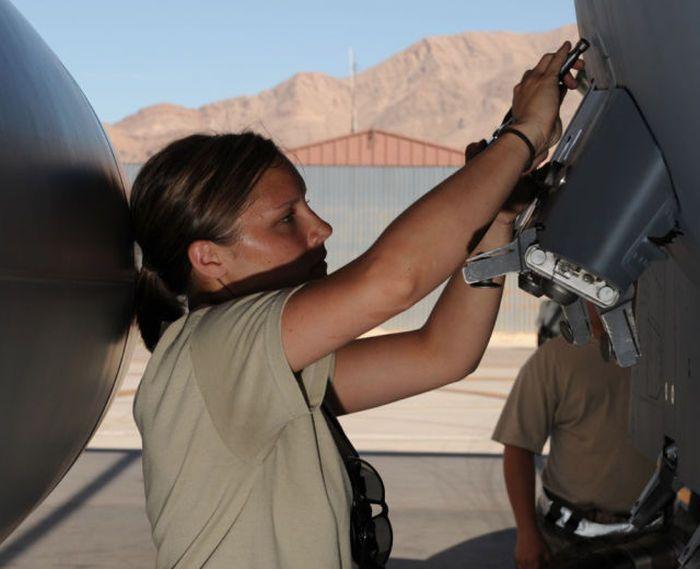 girls in army 14 - בנות בצבא - מסביב לעולם (30 תמונות)