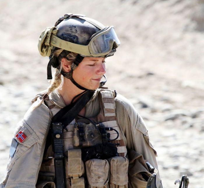 girls in army 17 - בנות בצבא - מסביב לעולם (30 תמונות)