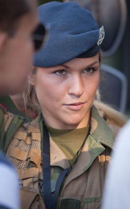 girls in army 26 - בנות בצבא - מסביב לעולם (30 תמונות)