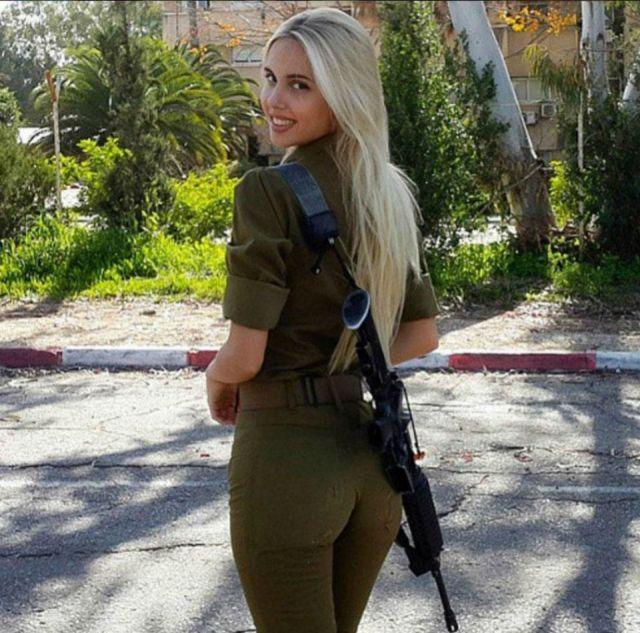 0be8752e753be04be4d6e89e05425d68 - סקסיות בצבא (30 תמונות)