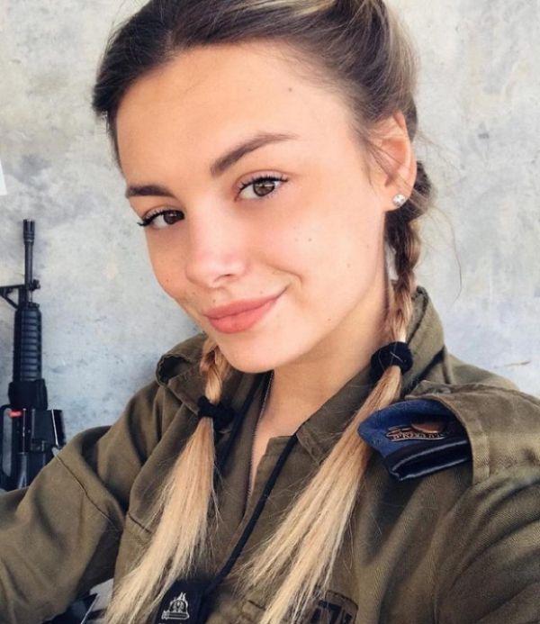 a37a3001b794bf54025426a80a8b52a8 - סקסיות בצבא (30 תמונות)