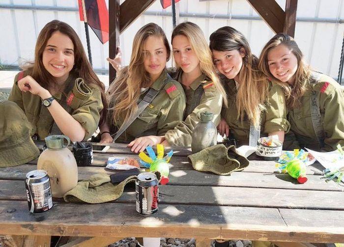 fbbf271f0bd11e7aa7a61c2ad94f12d5 - סקסיות בצבא (30 תמונות)