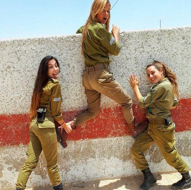 bf0ee70a9a7bd27b9eaaab0f5bab92ac - סקסיות בצבא (30 תמונות)