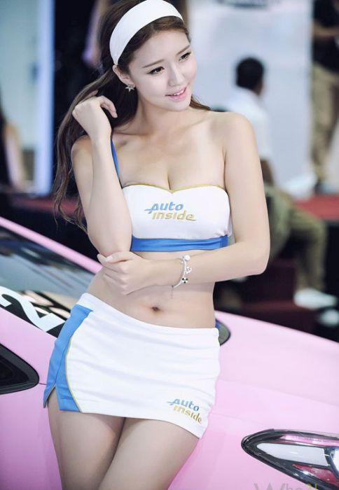 506903066779200e4f0b0aaad70bb06a - דוגמניות תצוגה מתערוכת רכב Auto Salon בסיאול (43 תמונות)
