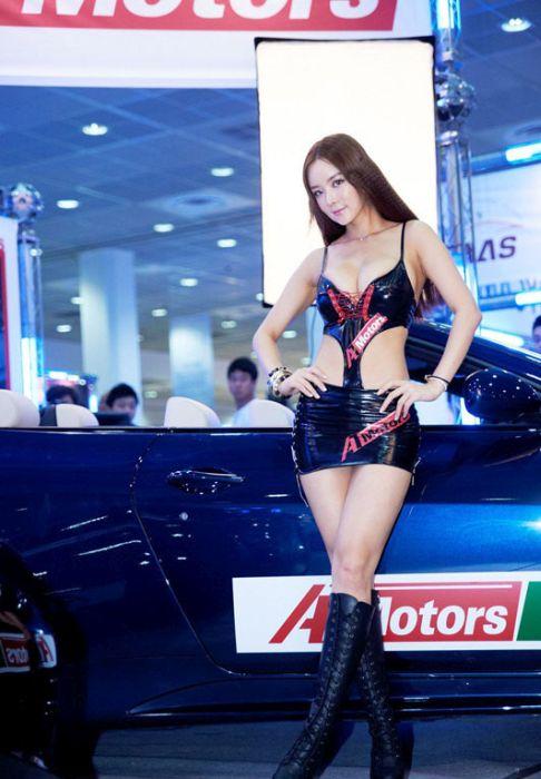 cfe12ad6ac8cb57d807ba4ac9880b4bd - דוגמניות תצוגה מתערוכת רכב Auto Salon בסיאול (43 תמונות)