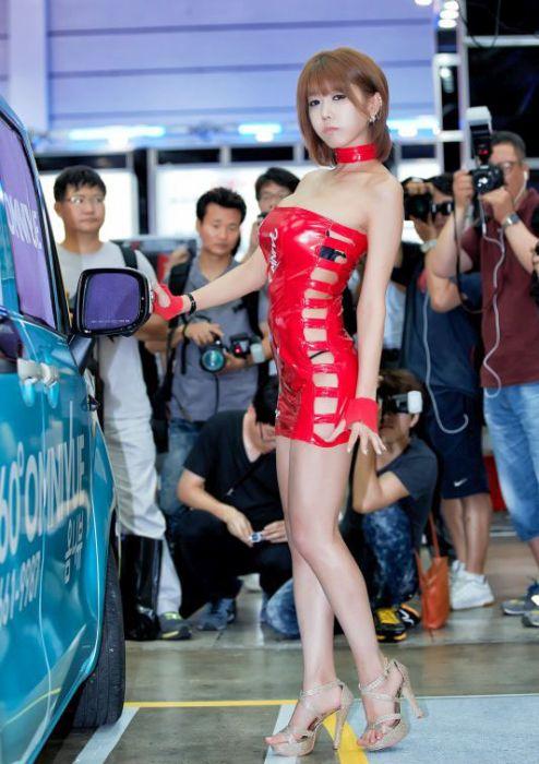 f6f80062f0f590cb3e69da969e25dc8b - דוגמניות תצוגה מתערוכת רכב Auto Salon בסיאול (43 תמונות)