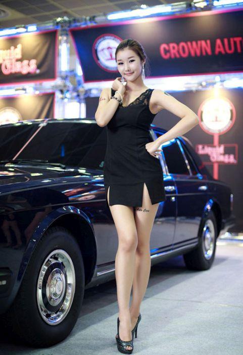 4b17721fd4539be54a17a13f1caf3576 - דוגמניות תצוגה מתערוכת רכב Auto Salon בסיאול (43 תמונות)