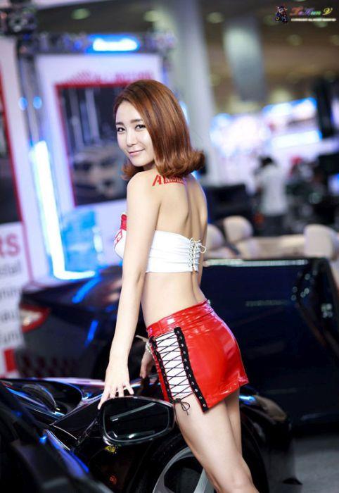 0fee5d9c8eb2cce75cc77d4b4a80ed2f - דוגמניות תצוגה מתערוכת רכב Auto Salon בסיאול (43 תמונות)