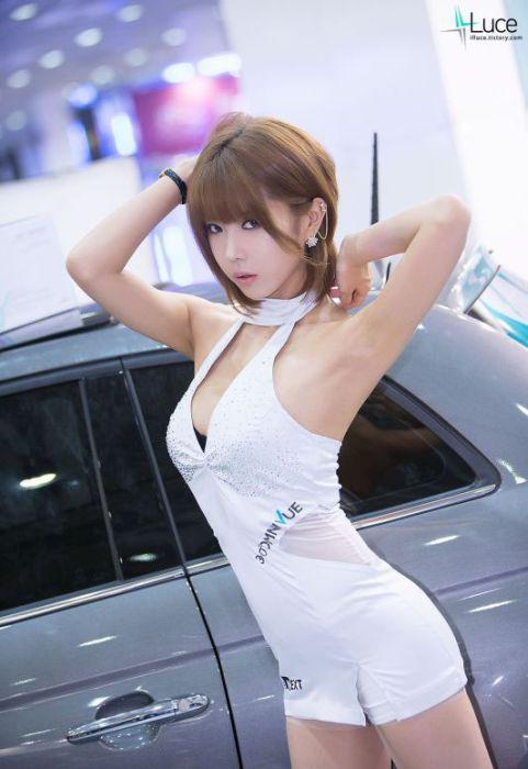 cd25552147cc48ddc5077e520c867026 - דוגמניות תצוגה מתערוכת רכב Auto Salon בסיאול (43 תמונות)