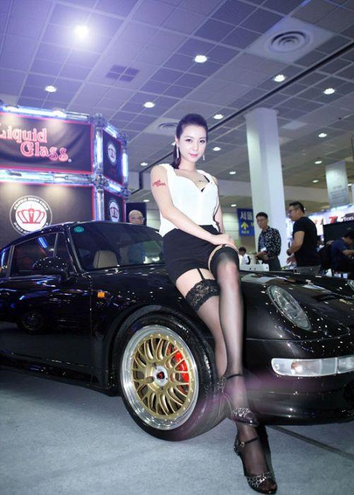 ba45d680ce261ab90940b44be892e427 - דוגמניות תצוגה מתערוכת רכב Auto Salon בסיאול (43 תמונות)