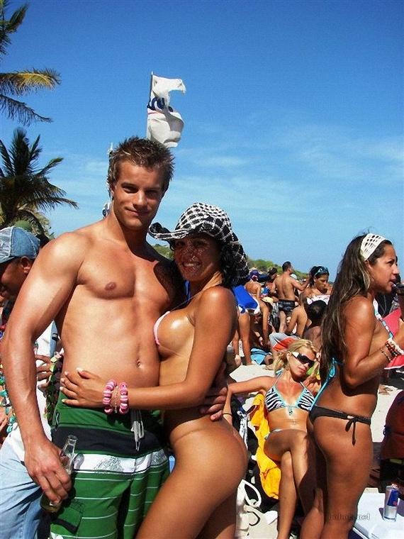 a5583884a39224ab690670cea9775822 - בנות בחוף הים (35 תמונות)