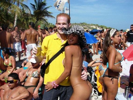 efc4a88140b8b80573e0caa9cddc731c - בנות בחוף הים (35 תמונות)