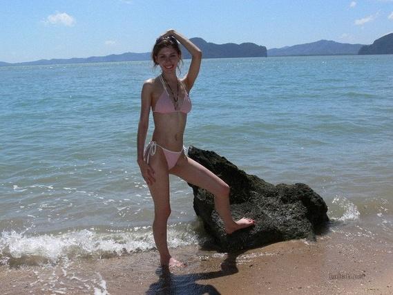 691b684eb7dd279b8688828f1528ff71 - בנות בחוף הים (35 תמונות)