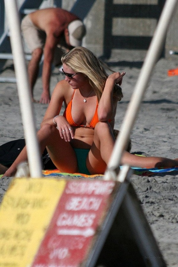 35b5e6fc81334eeb96525f90ccae42bc - בנות בחוף הים (35 תמונות)