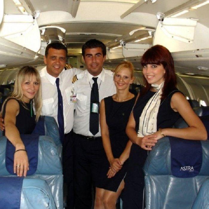 5e91a03c508533ea15f25b75b8ecccdb - דיילות סקסיות מחברות תעופה מכל רחבי העולם (45 תמונות)
