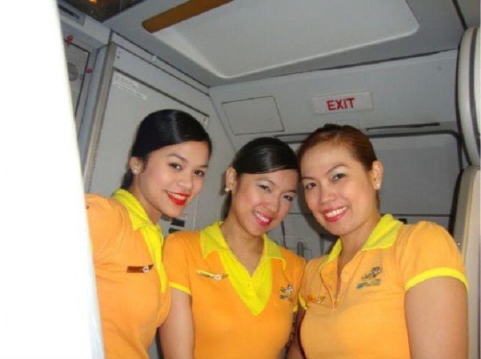 9c839c25836d8182e737f29ff9a7e76b - דיילות סקסיות מחברות תעופה מכל רחבי העולם (45 תמונות)