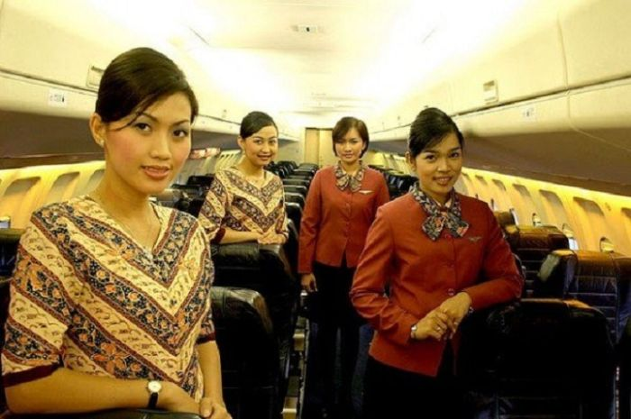 83e0ced2be983fc2876688b2cbf0aee1 - דיילות סקסיות מחברות תעופה מכל רחבי העולם (45 תמונות)