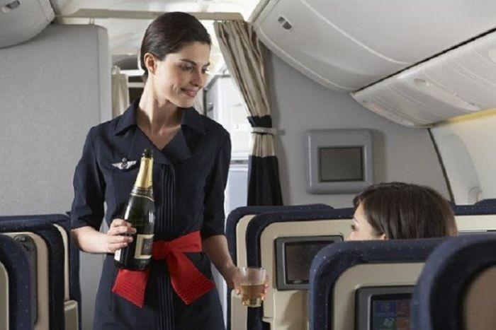 6c6b617a7c9e7d52c52e0c0caa18d87c - דיילות סקסיות מחברות תעופה מכל רחבי העולם (45 תמונות)