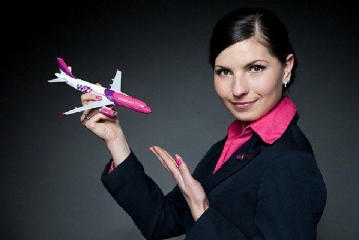 1cb6a05eda3191bb97033ab415a74c5e - דיילות סקסיות מחברות תעופה מכל רחבי העולם (45 תמונות)