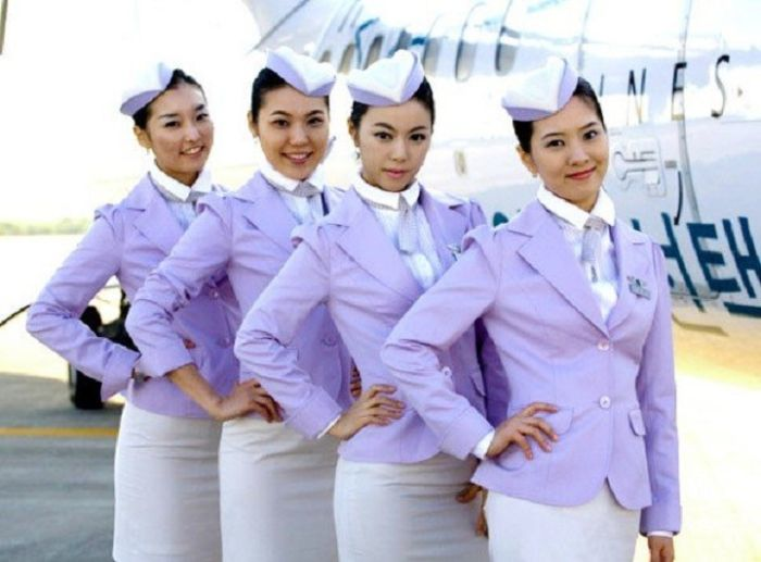 bea5871921a3f900c7bf5e4cd9917f6a - דיילות סקסיות מחברות תעופה מכל רחבי העולם (45 תמונות)
