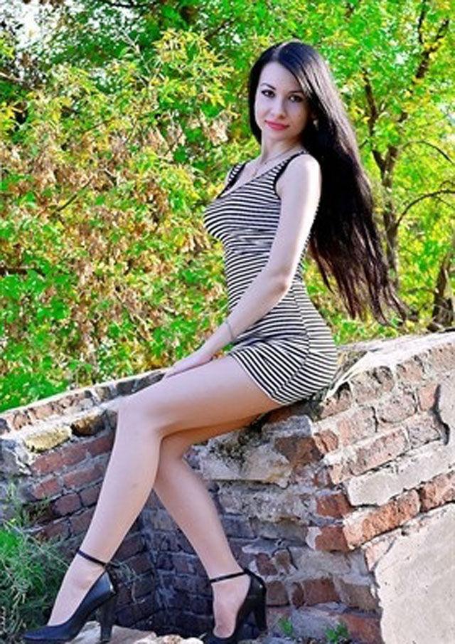 56f778a98dd05f5bf38952c1897a4115 - סקסיות לוהטות בשמלה צמודה (27 תמונות)