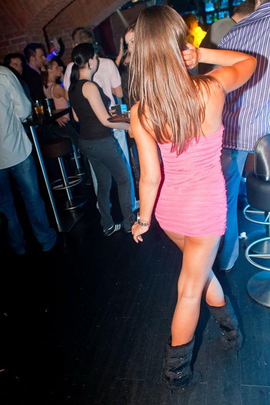 8d6a9dcfc0775ddb54cd49c5f531c564 - סקסיות לוהטות בשמלה צמודה (27 תמונות)