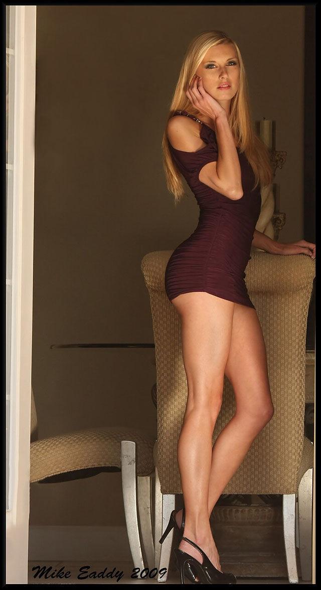 c2c2238a7d48ee0fc0983dfaefefe079 - סקסיות לוהטות בשמלה צמודה (27 תמונות)