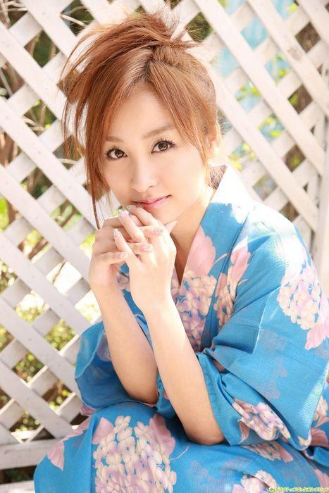 38170d282e4f40f4456e741a31fa4238 - יפניות סקסיות בקימונו (24 תמונות)