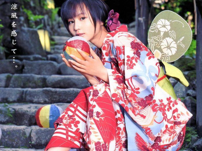 c4d6cb3ea3a1a55e8bc4d69cf9266a45 - יפניות סקסיות בקימונו (24 תמונות)
