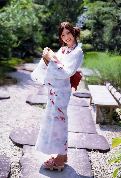 d1e587d737d12315f99ef993ebdedfb0 - יפניות סקסיות בקימונו (24 תמונות)
