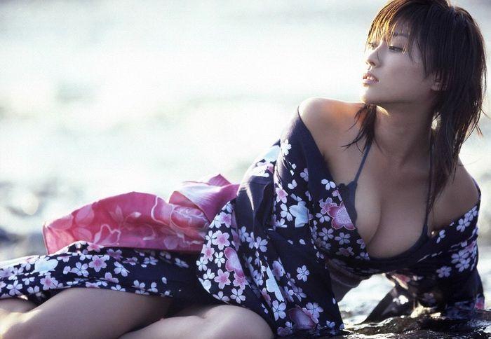 e1f36c46a1aa5a75b0c818094cbf9065 - יפניות סקסיות בקימונו (24 תמונות)