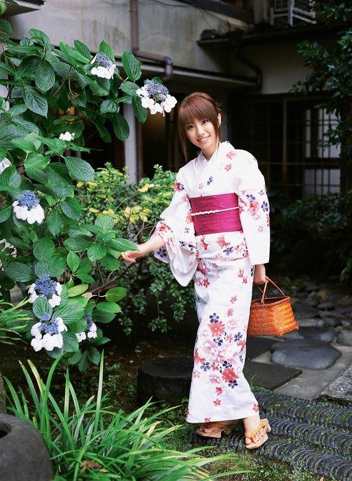 09aa6a5908438792f3e46410dd0cc435 - יפניות סקסיות בקימונו (24 תמונות)