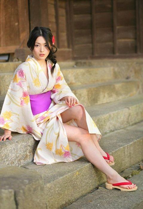 15613ddbf2e2b6b89ed00f1d76038f95 - יפניות סקסיות בקימונו (24 תמונות)