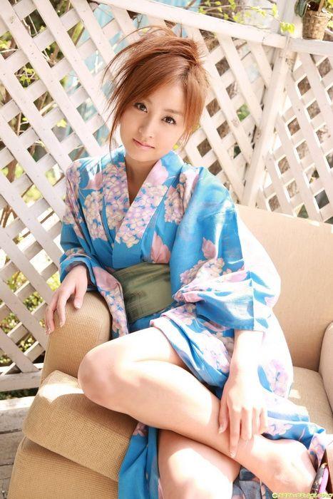 fcdb114679ee359070655b55fc369d4a - יפניות סקסיות בקימונו (24 תמונות)