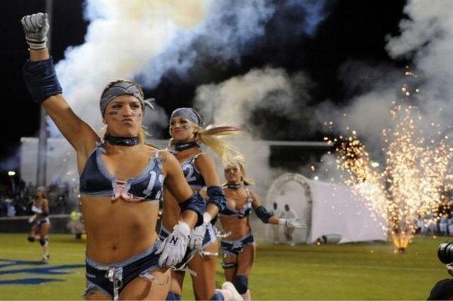 dbbe095afff940f049b4d52c9cb3ddfd - הצד השני של ליגת פוטבול נשים (35 תמונות)