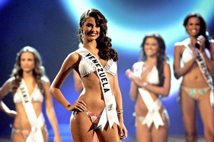 0bf90dfa16ac9cf1c6c2a539ee12704e - מיס וונצואלה סטפניה פרננדז היא מיס יוניברס 2009 (24 תמונות)