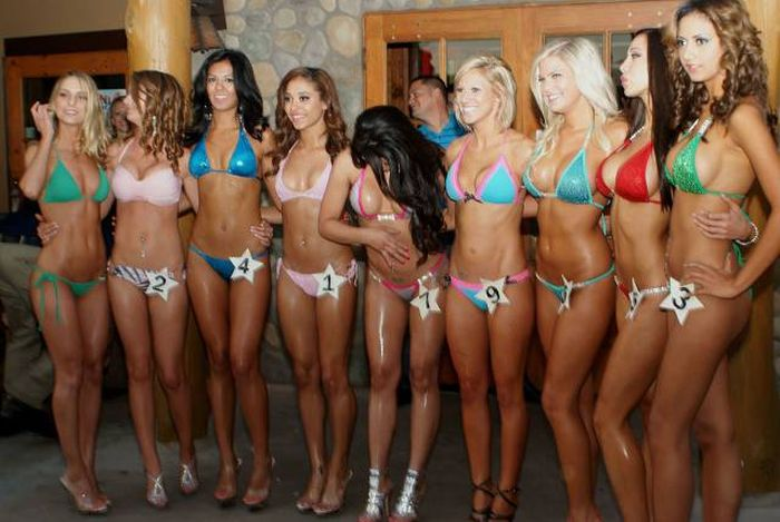 8f2bd35eb8521a5490869ecaf073359f - בנות סקסיות שמצטלמות ביחד תמיד יותר טוב (25 תמונות)