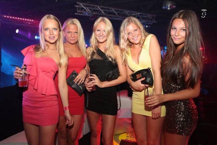 ebb77c7679ec6ab272a4a9dd0fe41c8e - בנות סקסיות שמצטלמות ביחד תמיד יותר טוב (25 תמונות)