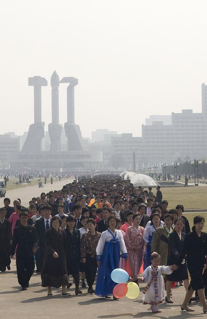 smuggled out photos north korea eric lafforgue 5a4f2bd46b16d  880 - 51 תמונות שקים ג'ונג-און (מנהיג צפון קוריאה) לא היה רוצה שתראו והצלם סיכן את חיו בשביל זה