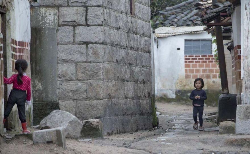 smuggled out photos north korea eric lafforgue 5a4f30eab64f6  880 - 51 תמונות שקים ג'ונג-און (מנהיג צפון קוריאה) לא היה רוצה שתראו והצלם סיכן את חיו בשביל זה