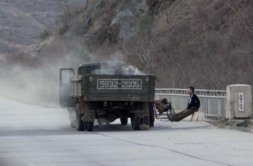 smuggled out photos north korea eric lafforgue 5a4f33ec926f8  880 - 51 תמונות שקים ג'ונג-און (מנהיג צפון קוריאה) לא היה רוצה שתראו והצלם סיכן את חיו בשביל זה