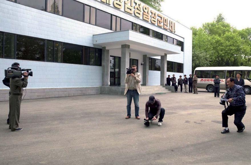 smuggled out photos north korea eric lafforgue 5a4f304db7a09  880 - 51 תמונות שקים ג'ונג-און (מנהיג צפון קוריאה) לא היה רוצה שתראו והצלם סיכן את חיו בשביל זה