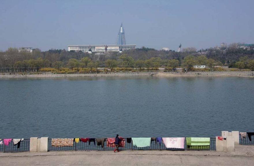 smuggled out photos north korea eric lafforgue 5a4f3399f2ab4  880 - 51 תמונות שקים ג'ונג-און (מנהיג צפון קוריאה) לא היה רוצה שתראו והצלם סיכן את חיו בשביל זה
