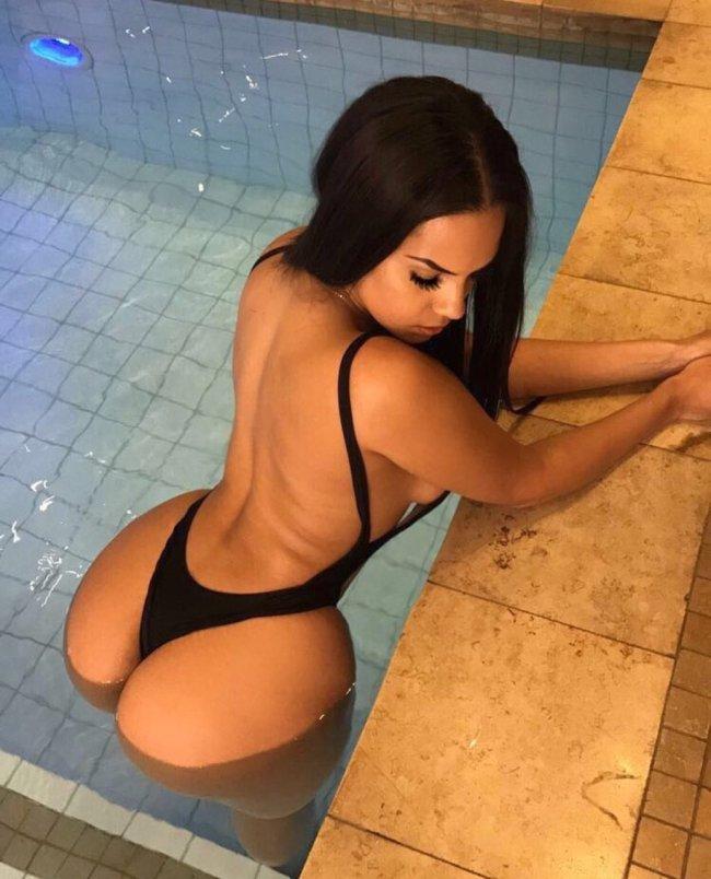 8221a470cd051d71f77cb4c23bed51d3 - סקסיות במראה רטוב (47 תמונות)
