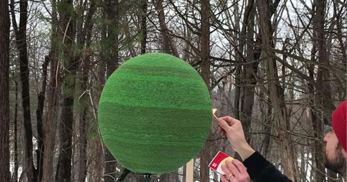 fb thumb 5a83f1a638f06 - גיא השקיע כמעט שנה ולהדביק 42,000 גפרורים רק כדי לעשות מזה צורה של כדור ענק - רק בשביל לשרוף