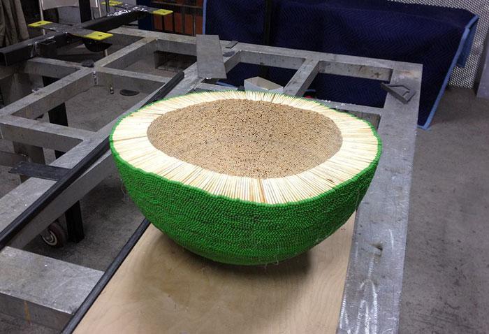 sphere of 42000 matches wallacemk 8 5a83ea09baa7e  700 - גיא השקיע כמעט שנה ולהדביק 42,000 גפרורים רק כדי לעשות מזה צורה של כדור ענק - רק בשביל לשרוף