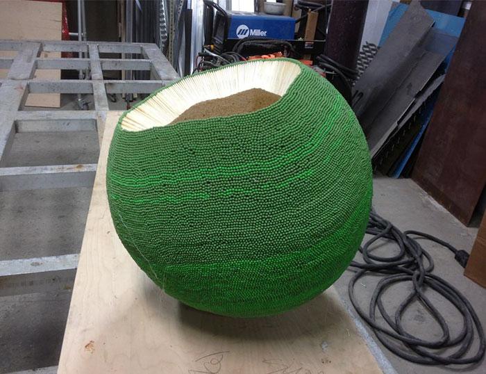 sphere of 42000 matches wallacemk 9 5a83ea0c23258  700 - גיא השקיע כמעט שנה ולהדביק 42,000 גפרורים רק כדי לעשות מזה צורה של כדור ענק - רק בשביל לשרוף