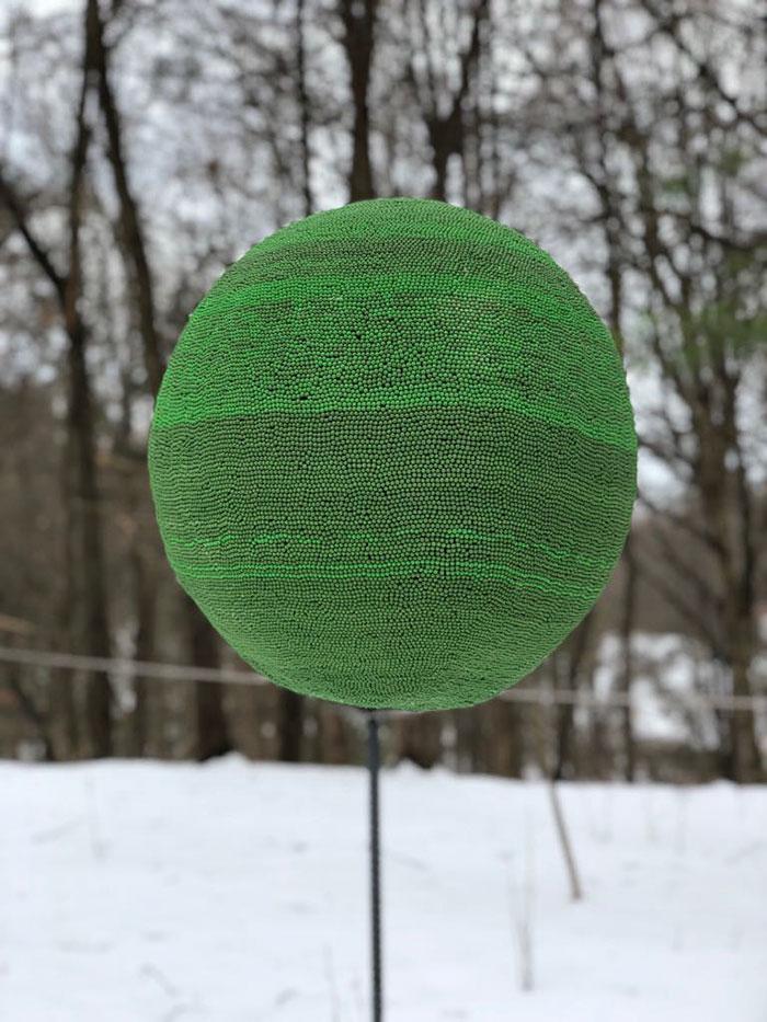 sphere of 42000 matches wallacemk 15 5a83ea177ef27  700 - גיא השקיע כמעט שנה ולהדביק 42,000 גפרורים רק כדי לעשות מזה צורה של כדור ענק - רק בשביל לשרוף