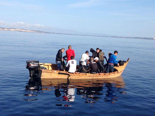 migranti-barchino-con-18-algerini-nel-sud-della-sardegna