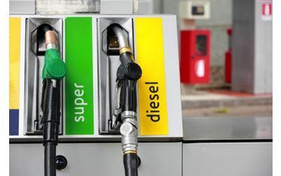 benzina-low-cost-idv-contro-i-riformatori-and-ldquo-spot-ingannevole-and-rdquo